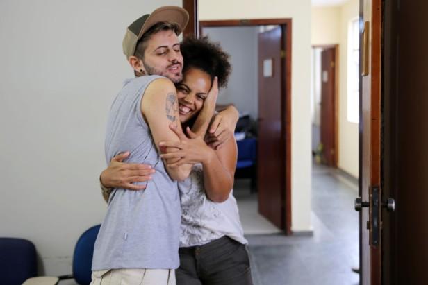Renan e Raíssa Rosa, idealizadora dos projetos Casa Cultural do Morro e Pérolas Negras. Foto: Guilherme Alves/VD